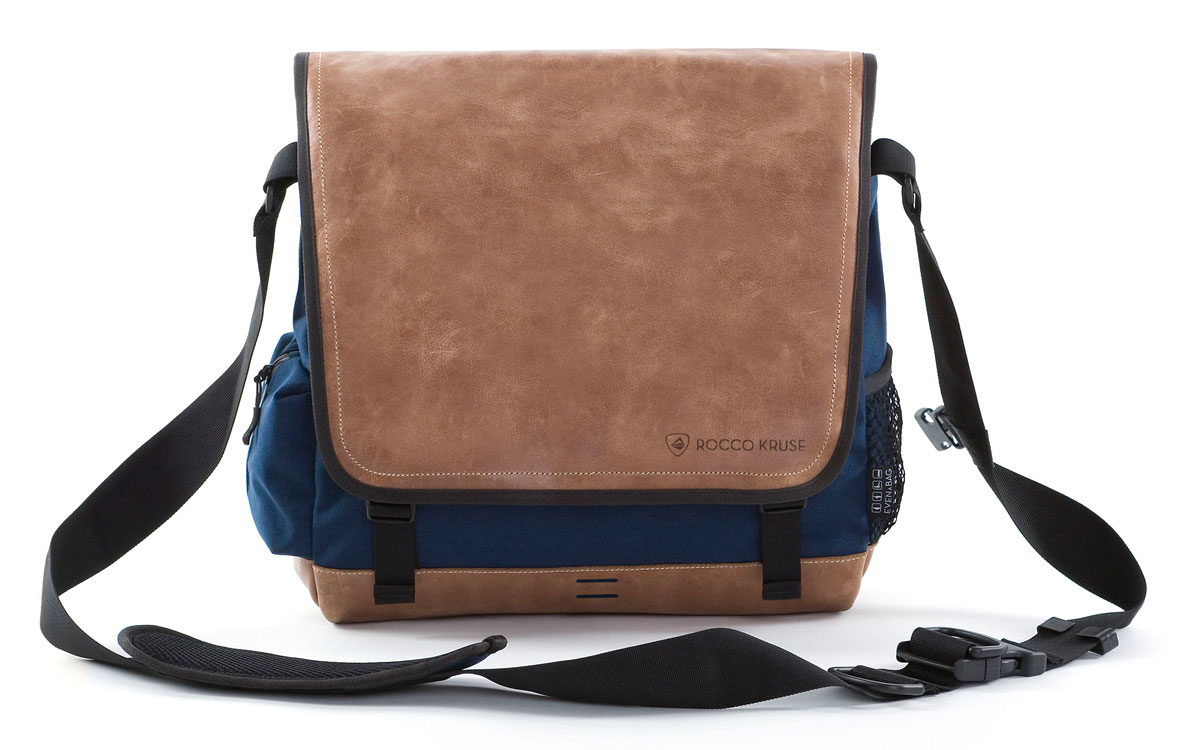 Leather shoulder bag in blue