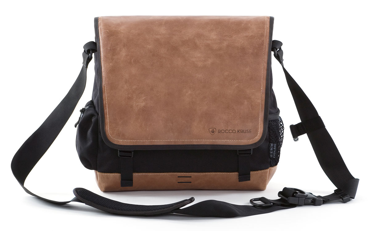 Shoulder bag leather in black