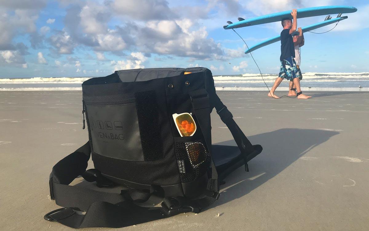 Mit EVENaBAG hast du eine bequeme Sitztasche beim surfen am Strand