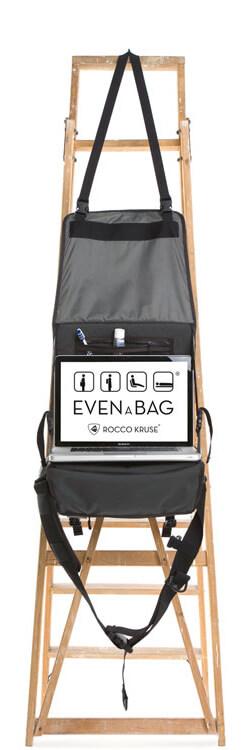 Eine Reisetasche die man in einen aufhängbaren Kulturbeutel verwandeln kann