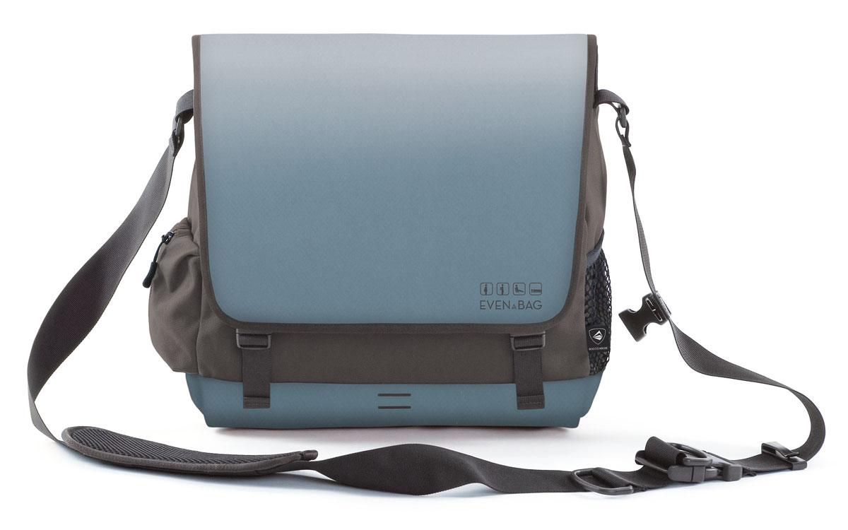 Eine Laptoptasche, ein Faltsitz und eine Liegematte