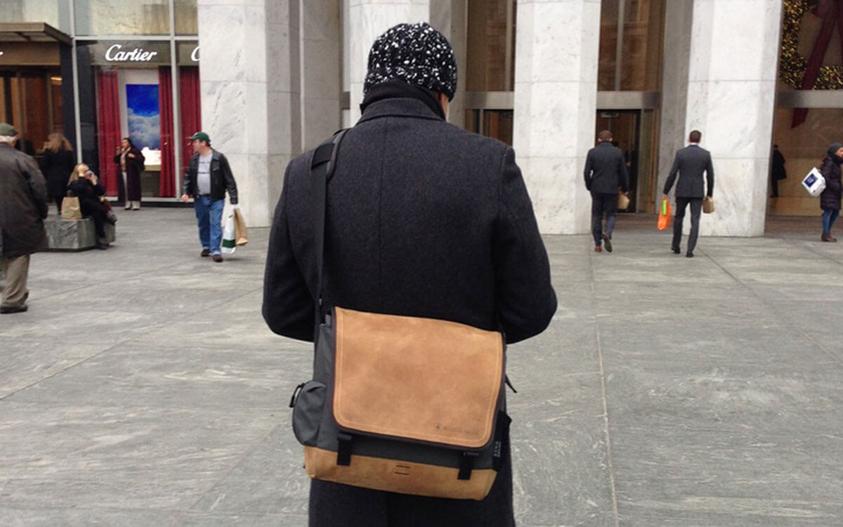 Mit der multifunktionalen Laptoptasche in New York