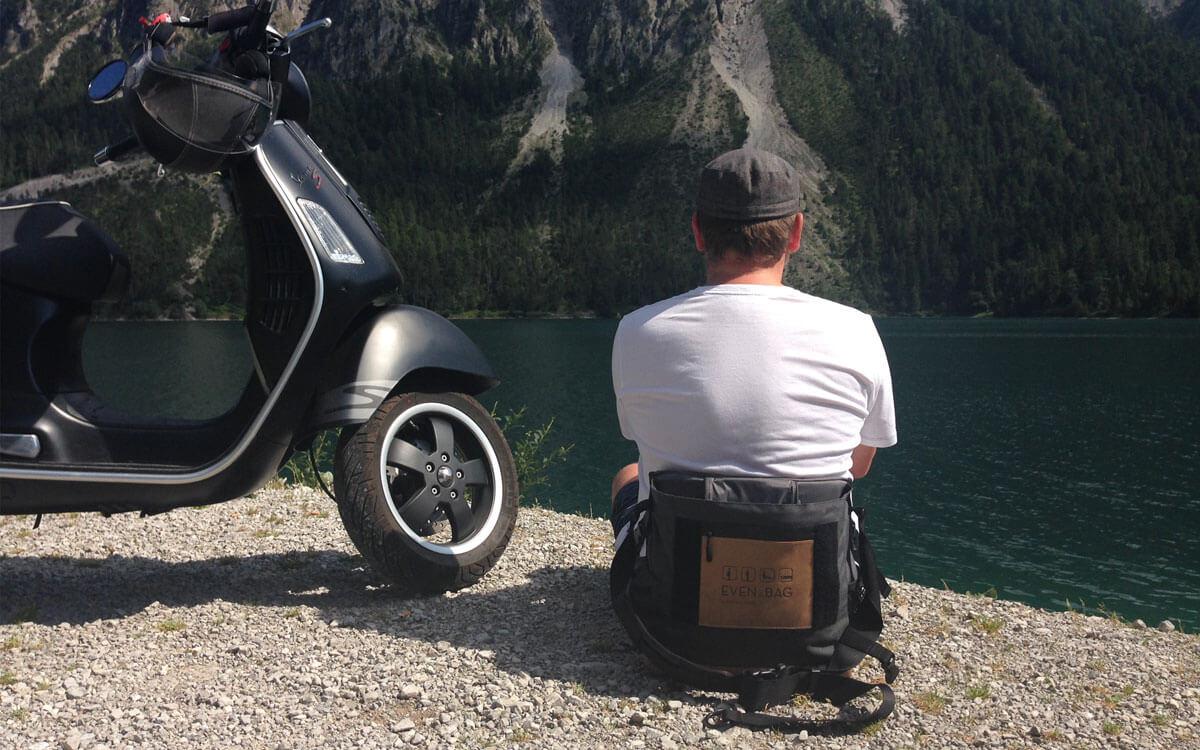 Eine Fahrradtasche in der man sitzen kann