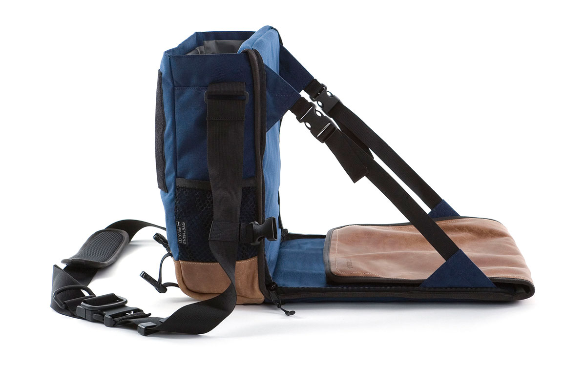 Eine Wickeltasche und ein Campingsuhl