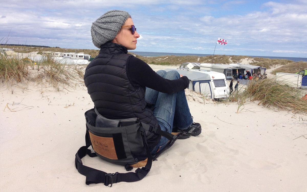 Mit der Strandsitz EVENaBAG am Meer sitzen