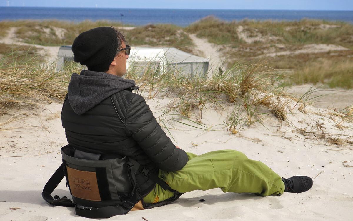 Eine Tasche verwandelt sich in einen Campingstuhl