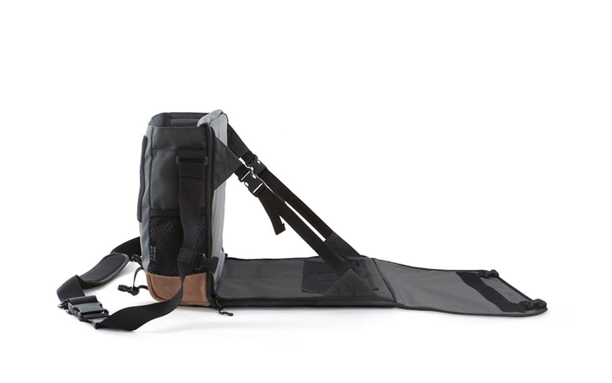 Eine Wickeltasche mit ausklappbarer Wickelauflage