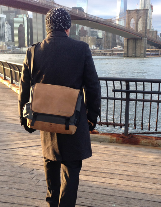 EVENaBAG messenger bag and New York Skyline in the USA